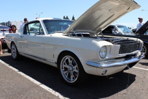 Salvador G's V-2 T Supercharged '66 Mustang